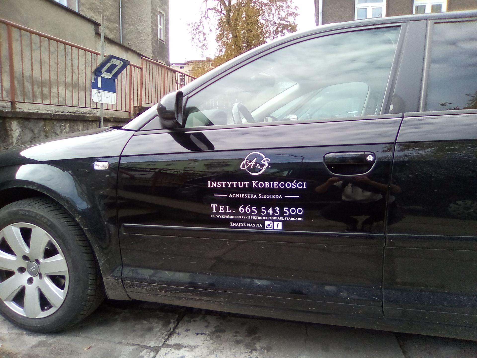 Oklejenie pojazdu dla Instytutu Kobiecości Agnieszka Siegieda